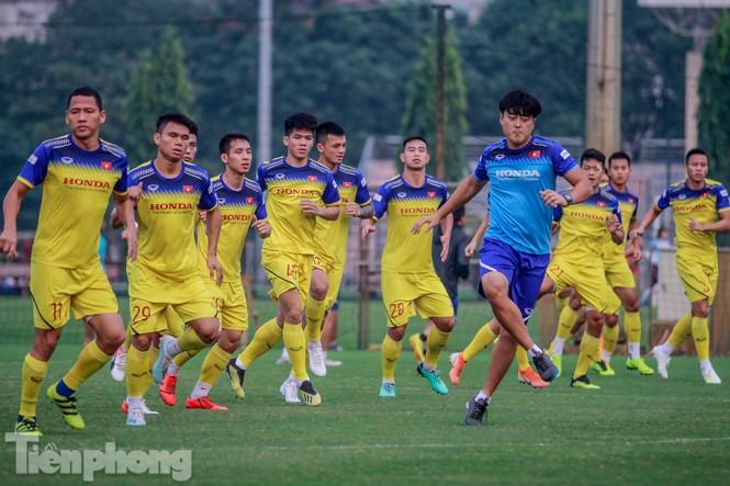 Tuyển Việt Nam 'luyện binh' trong ngày vắng bóng thầy Park - ảnh 2