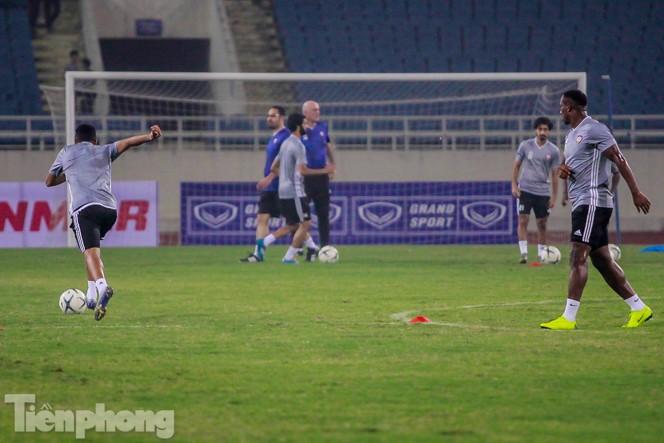 Mục kích UAE 'luyện công' trước trận đấu với tuyển Việt Nam - ảnh 11