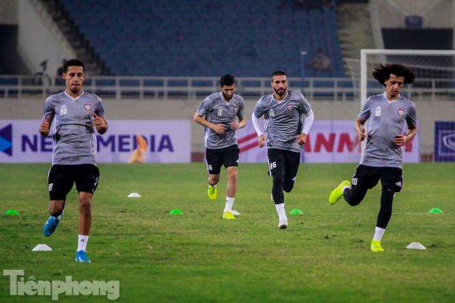 Mục kích UAE 'luyện công' trước trận đấu với tuyển Việt Nam - ảnh 9