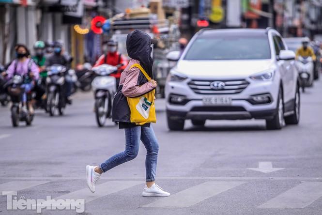 Hà Nội đón không khí lạnh: 'Đã nghe rét mướt luồn trong gió' - ảnh 10