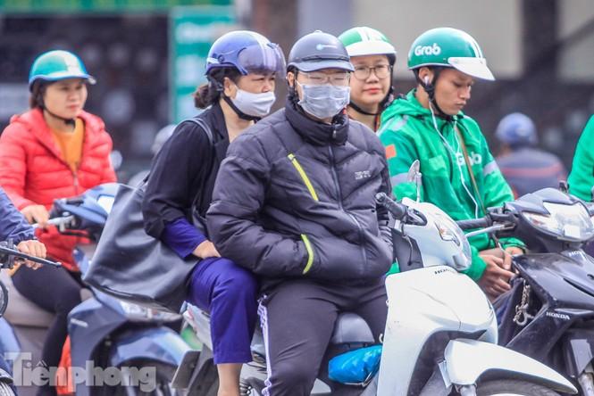 Hà Nội đón không khí lạnh: 'Đã nghe rét mướt luồn trong gió' - ảnh 11
