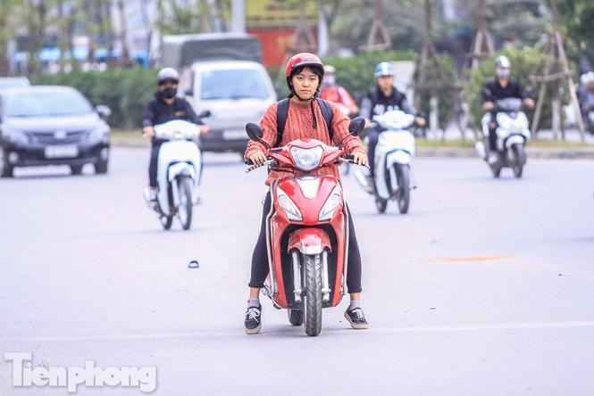 Hà Nội đón không khí lạnh: 'Đã nghe rét mướt luồn trong gió' - ảnh 12
