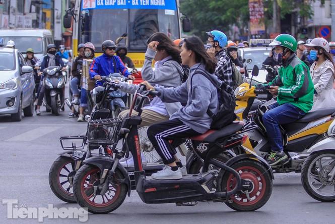 Hà Nội đón không khí lạnh: 'Đã nghe rét mướt luồn trong gió' - ảnh 4