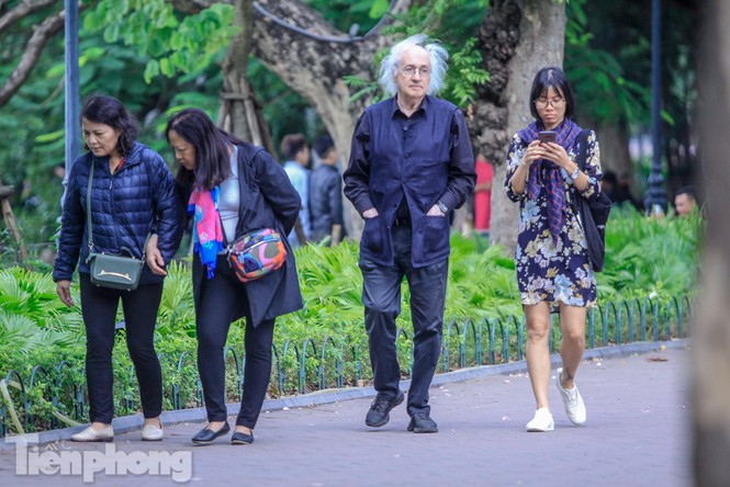 Hà Nội đón không khí lạnh: 'Đã nghe rét mướt luồn trong gió' - ảnh 7