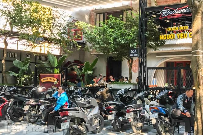 Biệt thự cổ Hà Nội thi nhau thành nhà hàng, quán nhậu - ảnh 8