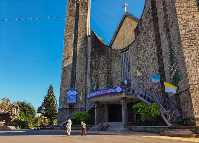 Toàn cảnh hai nhà thờ lớn ở Huế trong dịp Giáng sinh - ảnh 10