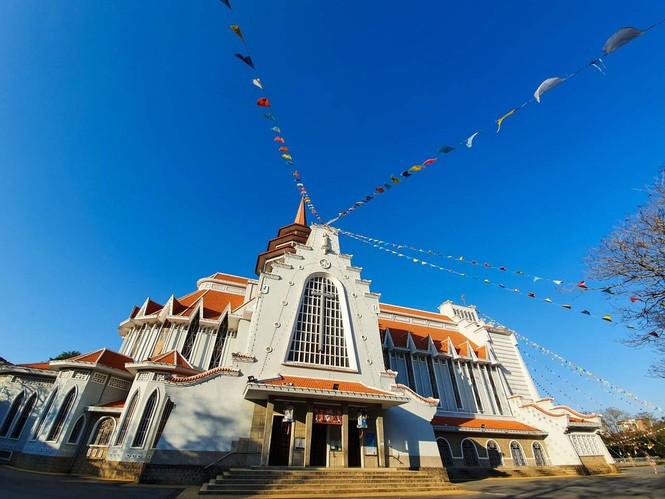 Toàn cảnh hai nhà thờ lớn ở Huế trong dịp Giáng sinh - ảnh 12