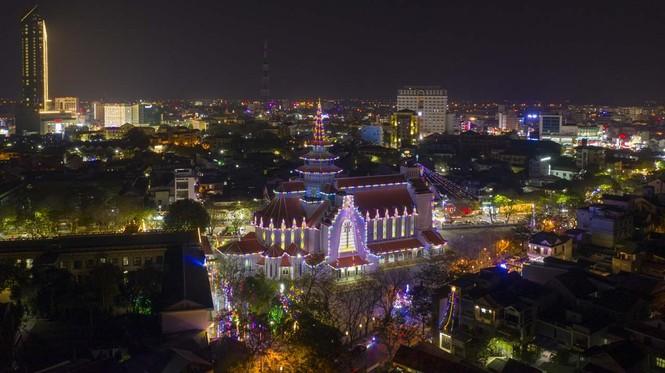 Toàn cảnh hai nhà thờ lớn ở Huế trong dịp Giáng sinh - ảnh 16