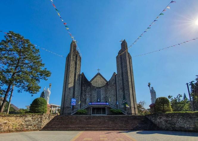 Toàn cảnh hai nhà thờ lớn ở Huế trong dịp Giáng sinh - ảnh 2