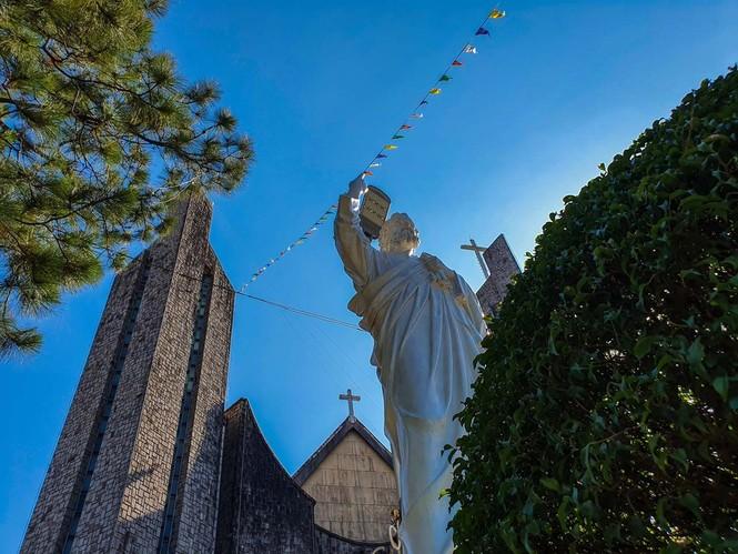 Toàn cảnh hai nhà thờ lớn ở Huế trong dịp Giáng sinh - ảnh 3