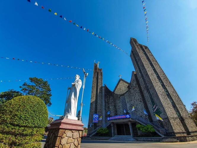 Toàn cảnh hai nhà thờ lớn ở Huế trong dịp Giáng sinh - ảnh 6