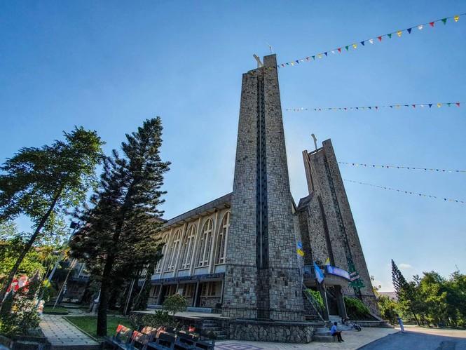Toàn cảnh hai nhà thờ lớn ở Huế trong dịp Giáng sinh - ảnh 9