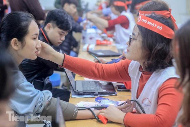 Sôi nổi hiến máu Chủ nhật Đỏ ở trường ĐH Kinh tế Kỹ thuật Công nghiệp - ảnh 13