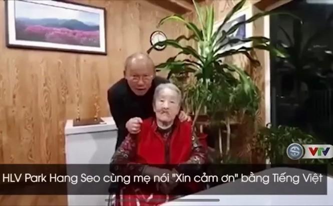 HLV Park Hang-seo gây sốt khi tập cho mẹ nói câu 'Xin cám ơn' bằng tiếng Việt - ảnh 1