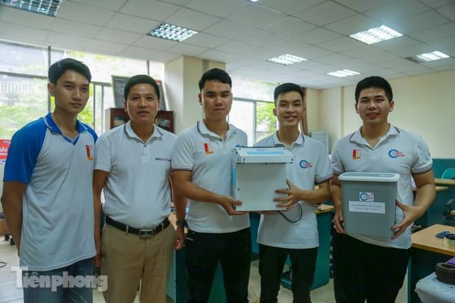 Phòng Covid-19, sinh viên chế tạo thành công máy rửa tay diệt khuẩn tự động  - ảnh 12