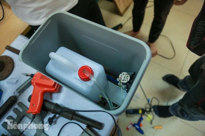Phòng Covid-19, sinh viên chế tạo thành công máy rửa tay diệt khuẩn tự động  - ảnh 9