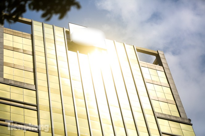 Hà Nội xuất hiện cao ốc 'dát vàng' gây chói lóa trong ngày hè oi bức - ảnh 4