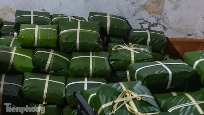 Nhiều nơi ở Hà Nội gửi hàng vạn bánh chưng ủng hộ miền Trung - ảnh 11