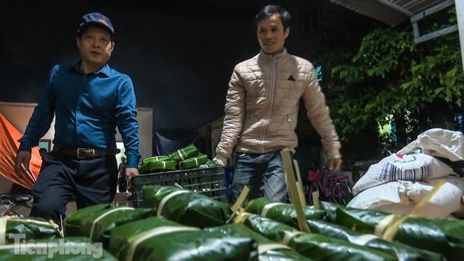 Nhiều nơi ở Hà Nội gửi hàng vạn bánh chưng ủng hộ miền Trung - ảnh 12