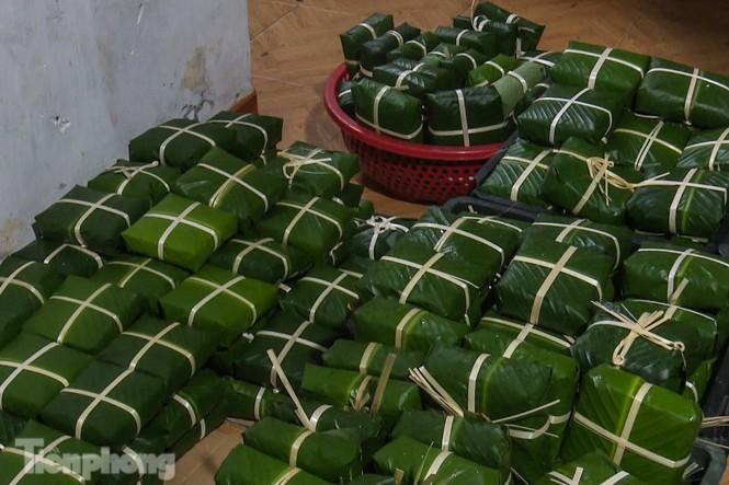 Nhiều nơi ở Hà Nội gửi hàng vạn bánh chưng ủng hộ miền Trung - ảnh 13