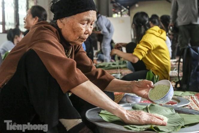 Nhiều nơi ở Hà Nội gửi hàng vạn bánh chưng ủng hộ miền Trung - ảnh 2