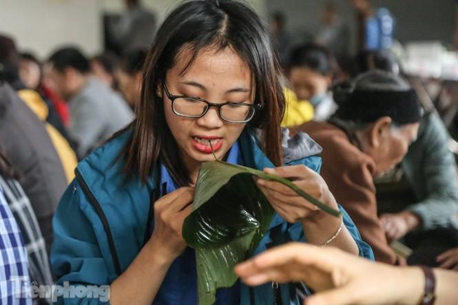 Nhiều nơi ở Hà Nội gửi hàng vạn bánh chưng ủng hộ miền Trung - ảnh 3