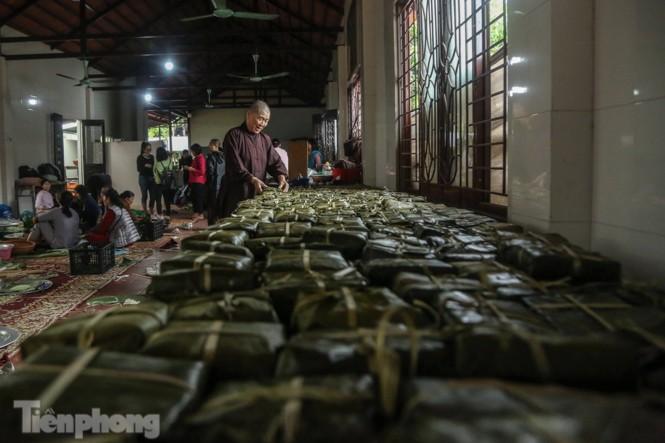 Nhiều nơi ở Hà Nội gửi hàng vạn bánh chưng ủng hộ miền Trung - ảnh 4