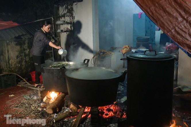 Nhiều nơi ở Hà Nội gửi hàng vạn bánh chưng ủng hộ miền Trung - ảnh 6