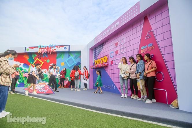 Giới trẻ nườm nượp đến trải nghiệm Ngày thẻ Việt Nam 2020 - ảnh 1