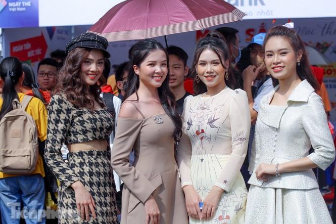 Á hậu Bùi Phương Nga cùng dàn người đẹp trải nghiệm Sóng Festival - ảnh 7