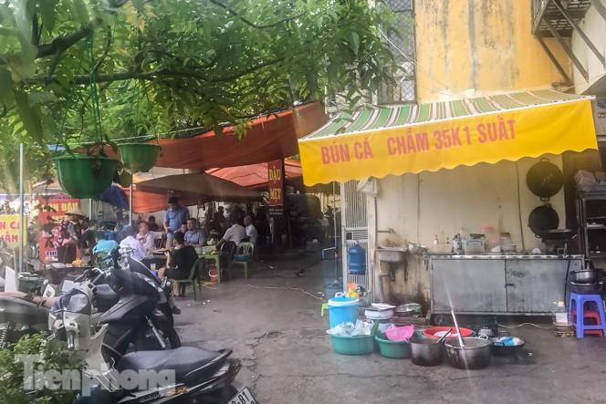 Cận cảnh các chung cư trước nguy cơ đổ sập bất cứ lúc nào ở Hà Nội - ảnh 15