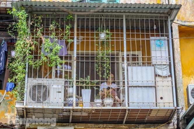 Cận cảnh các chung cư trước nguy cơ đổ sập bất cứ lúc nào ở Hà Nội - ảnh 20