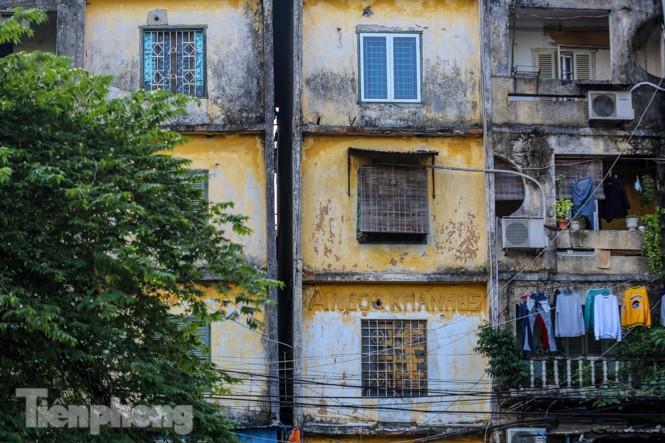 Cận cảnh các chung cư trước nguy cơ đổ sập bất cứ lúc nào ở Hà Nội - ảnh 2