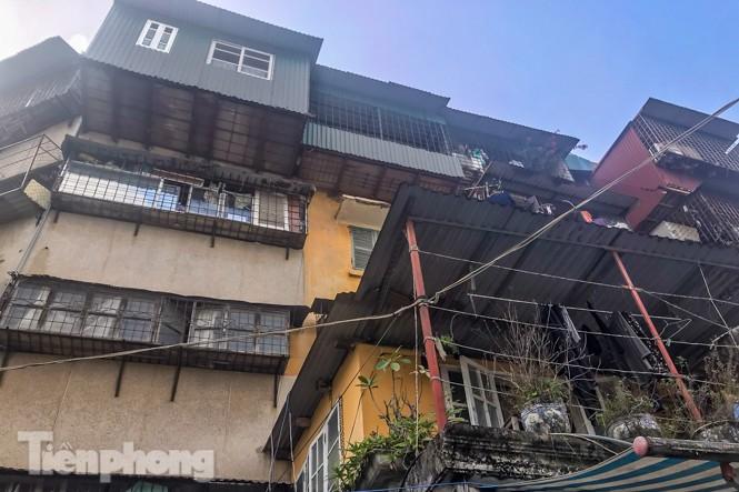Cận cảnh các chung cư trước nguy cơ đổ sập bất cứ lúc nào ở Hà Nội - ảnh 24