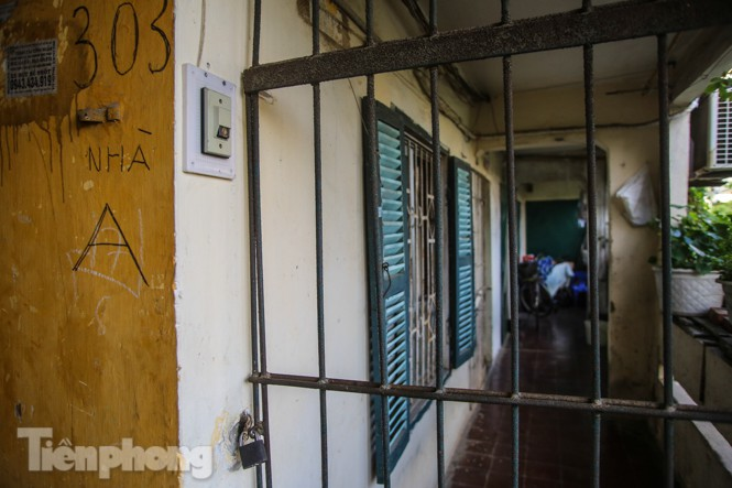 Cận cảnh các chung cư trước nguy cơ đổ sập bất cứ lúc nào ở Hà Nội - ảnh 7