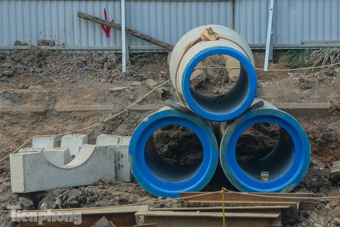 Cận cảnh ống cống gom nước thải sắp 'giải cứu' sông Tô Lịch - ảnh 5