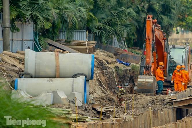 Cận cảnh ống cống gom nước thải sắp 'giải cứu' sông Tô Lịch - ảnh 6
