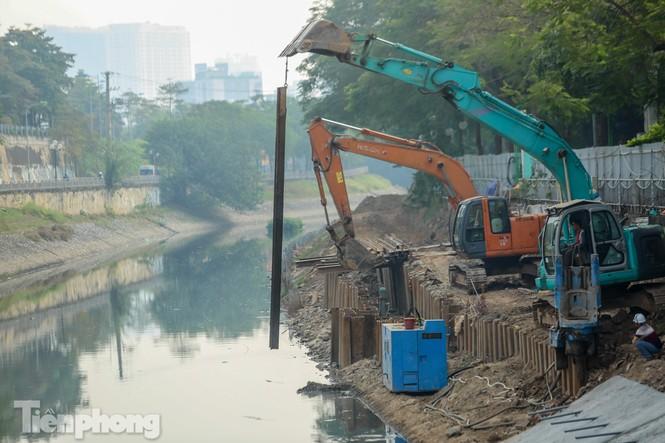 Cận cảnh ống cống gom nước thải sắp 'giải cứu' sông Tô Lịch - ảnh 7