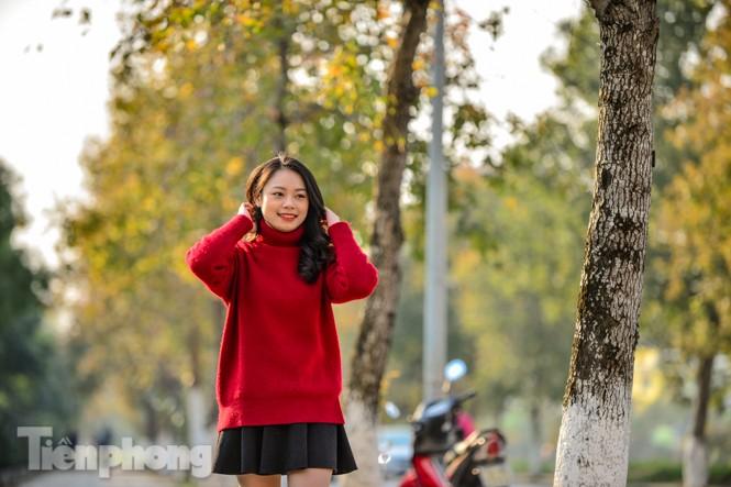 Thiếu nữ Hà thành khoe sắc bên hàng phong lá đỏ đẹp như xứ Hàn - ảnh 5