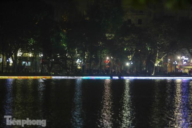 Ngắm hồ Hoàn Kiếm lung linh, huyền ảo về đêm - ảnh 4