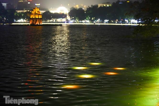 Ngắm hồ Hoàn Kiếm lung linh, huyền ảo về đêm - ảnh 6