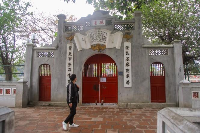 Di tích, đền chùa Hà Nội sẵn sàng mở cửa trở lại đón khách du xuân muộn - ảnh 12