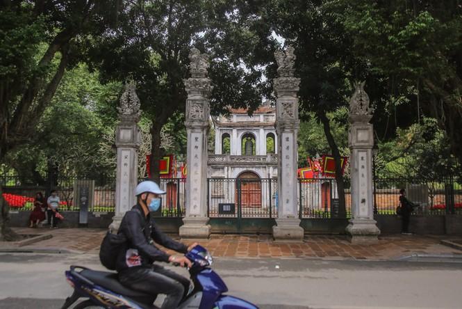 Di tích, đền chùa Hà Nội sẵn sàng mở cửa trở lại đón khách du xuân muộn - ảnh 1