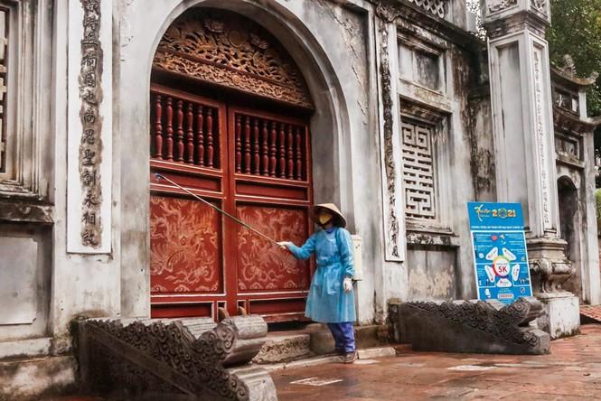 Di tích, đền chùa Hà Nội sẵn sàng mở cửa trở lại đón khách du xuân muộn - ảnh 2