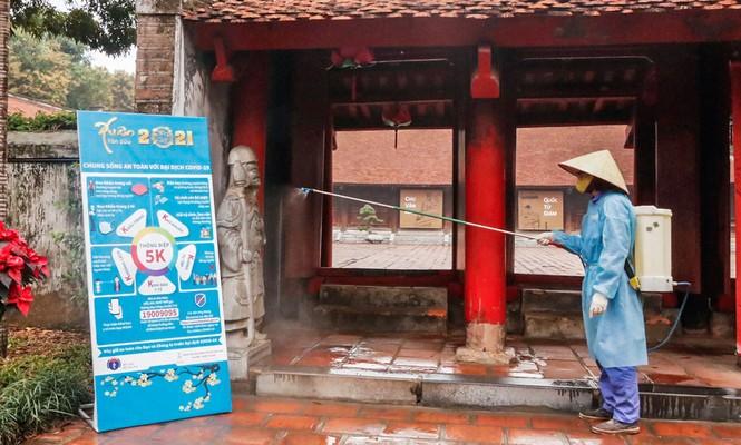 Di tích, đền chùa Hà Nội sẵn sàng mở cửa trở lại đón khách du xuân muộn - ảnh 3