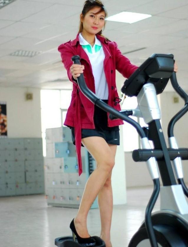 Cô giáo thể dục tương lai chân dài như siêu mẫu - ảnh 7