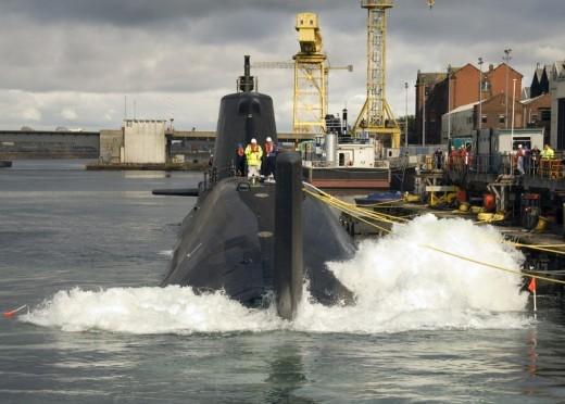 Cận cảnh siêu tàu ngầm của Hải quân Hoàng gia Anh - ảnh 10