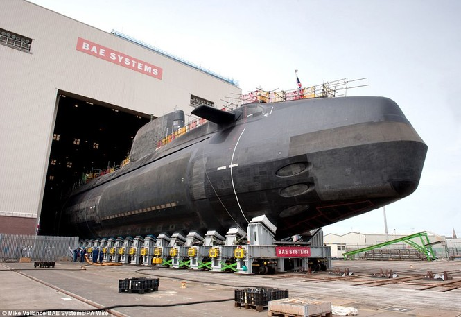 Cận cảnh siêu tàu ngầm của Hải quân Hoàng gia Anh - ảnh 4