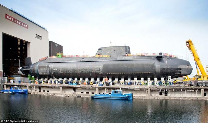Cận cảnh siêu tàu ngầm của Hải quân Hoàng gia Anh - ảnh 5
