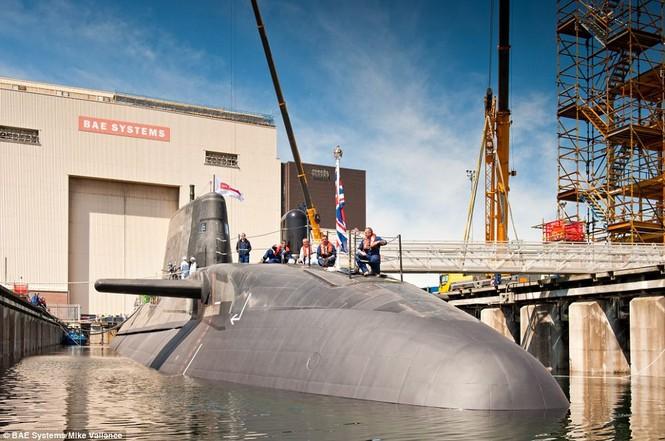 Cận cảnh siêu tàu ngầm của Hải quân Hoàng gia Anh - ảnh 6